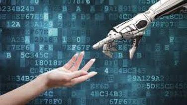 Due mani si indicano, la prima umana, la seconda robotica