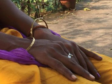 Mani di Karuna (©2016 Shantha Rau Barriga/Human Rights Watch)